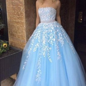Dresses & Skirts - Lacy baby blue dresses